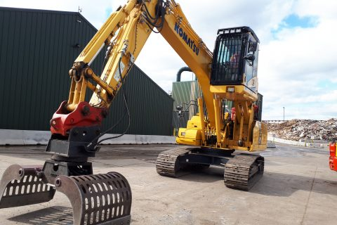 Ridgway Komatsu elevating high lift rise cab hydraulic waste recycling excavator digger