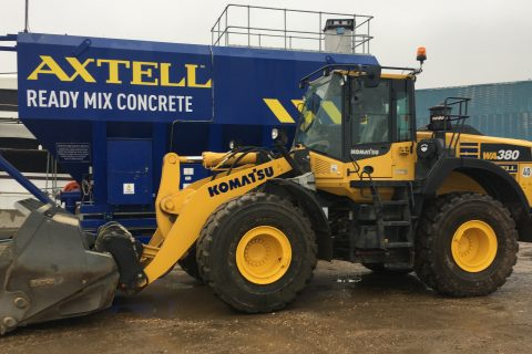 Axtell use Komatsu wheel loader for the efficient loading of their volumetric mixers.
